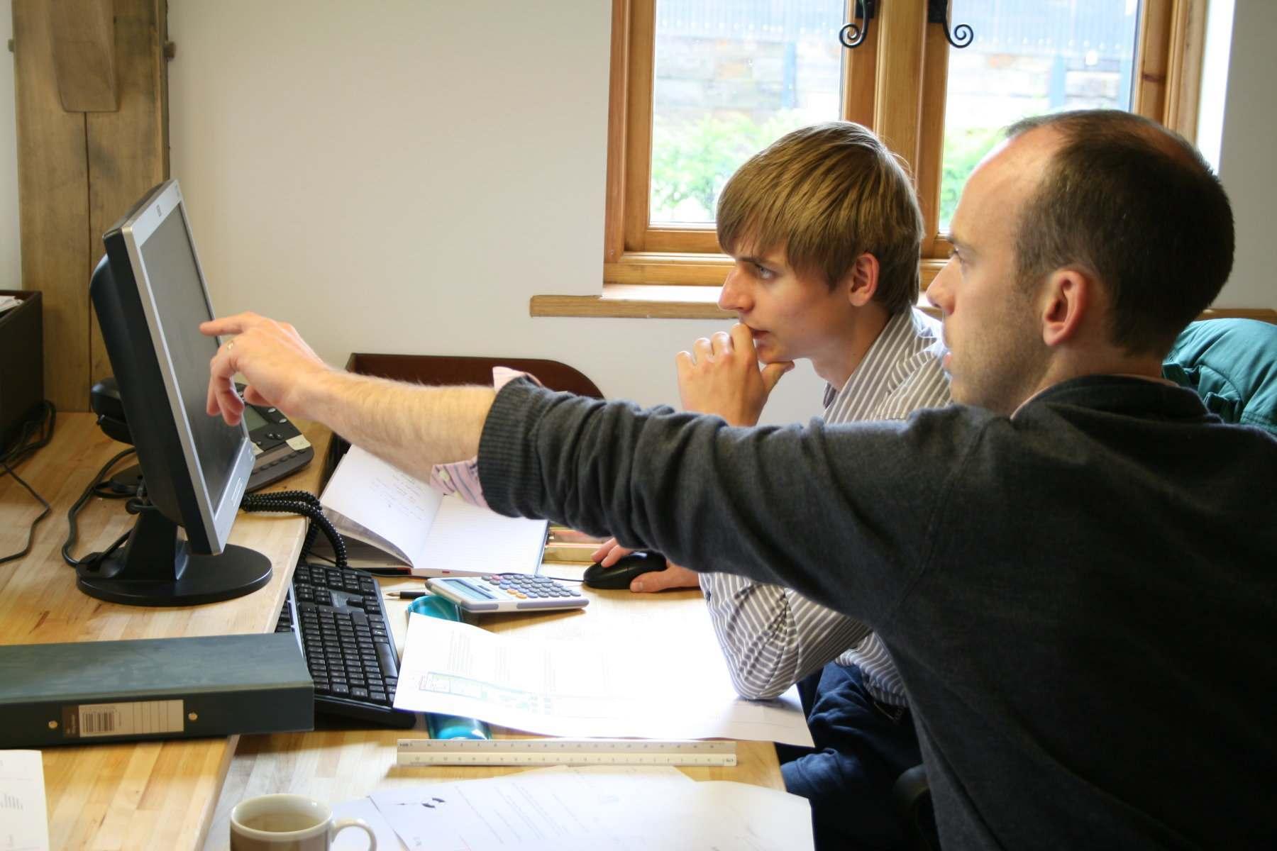 CAD_consultation_designers_technician_workstation