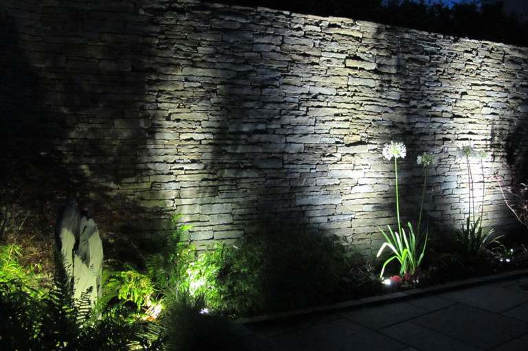 garden-wall-lighting-highlights-texture-768x511