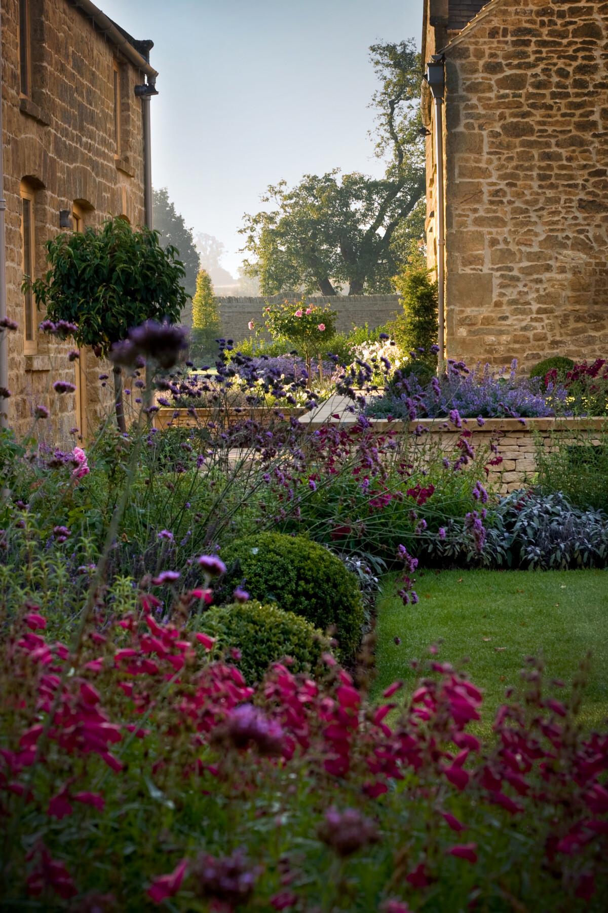Garden Design Video - Nicholsons Garden Design, Oxfordshire